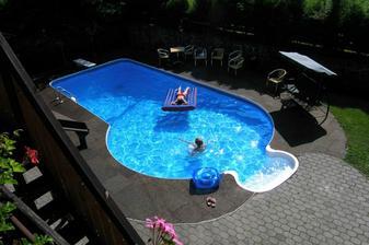 Zchlazení v bazénu na druhý den..