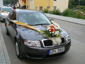Auto nevěsty - dělala jsem si sama výzdobu i kytičku - zdobil však ženich