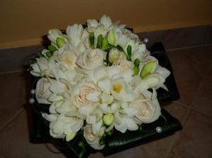 Kytička - růže a frézie - krásně voněla