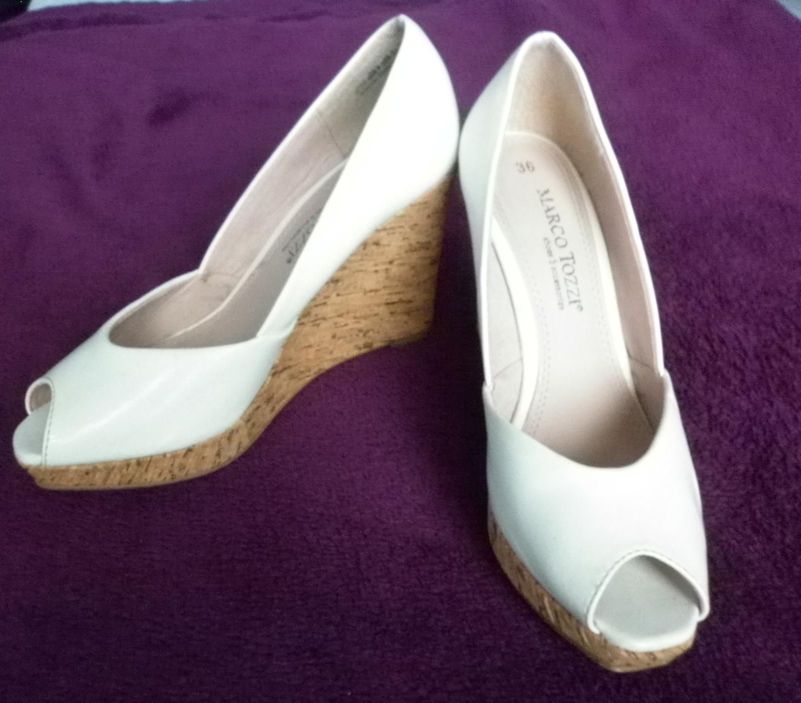 bílé značkové boty na platformě - Obrázek č. 2