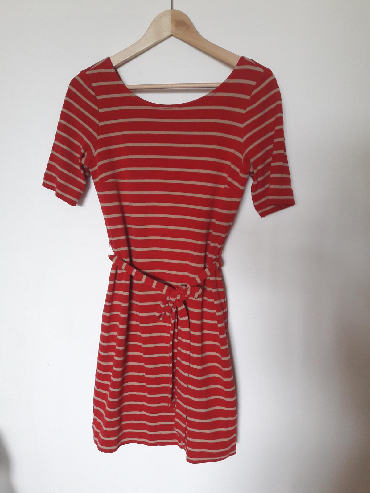 Červené pruhované šaty - Obrázek č. 1