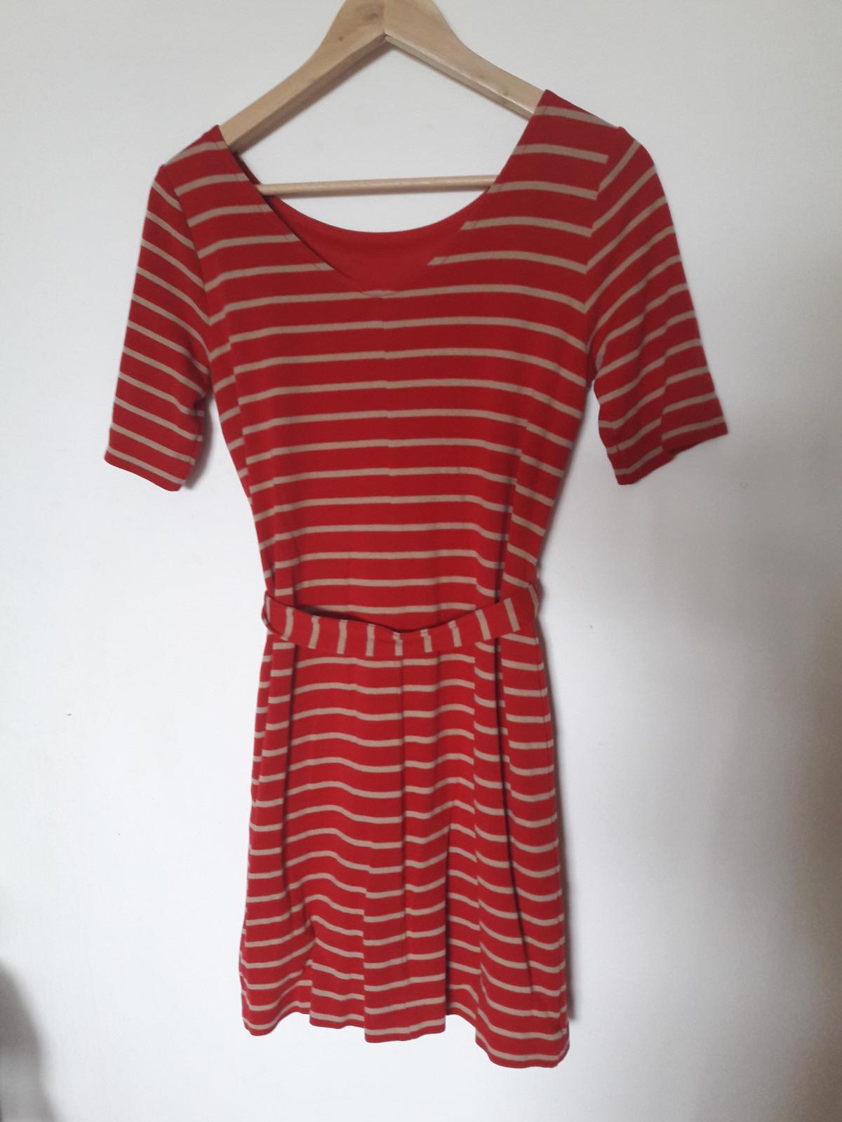 Červené pruhované šaty - Obrázek č. 3