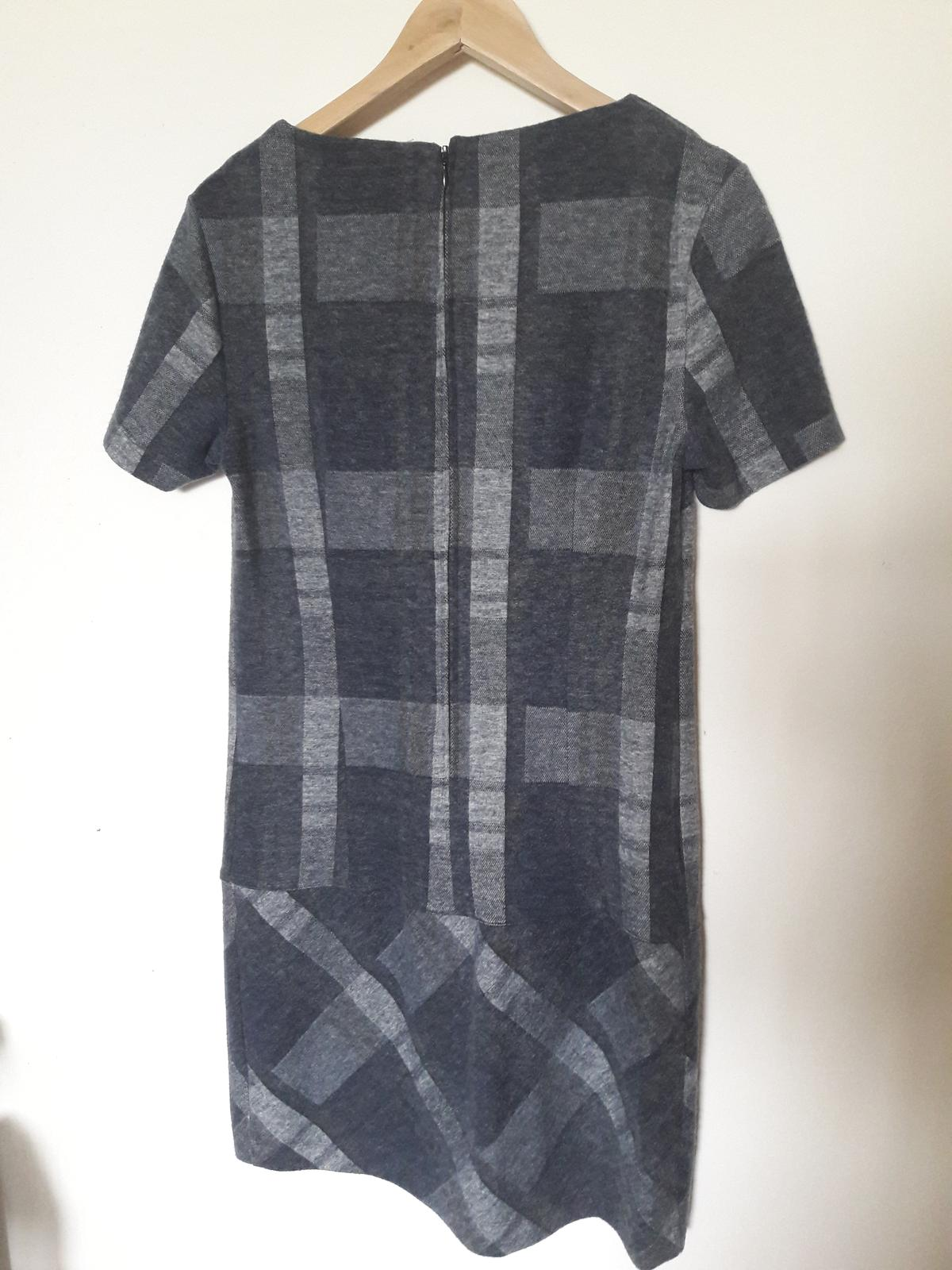 Šedé kárované šaty - Obrázek č. 4