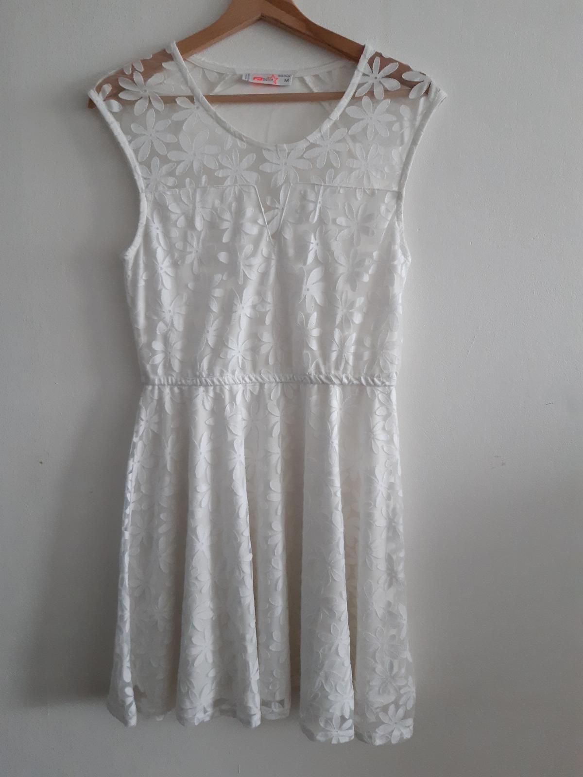Květinové bílé letní šaty - Obrázek č. 1