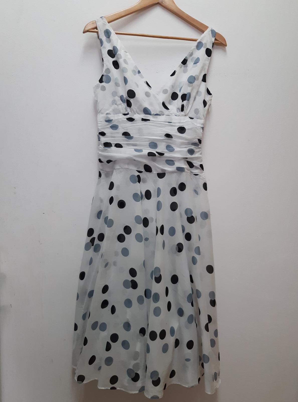 lehké letní šaty s puntíky - Obrázek č. 1