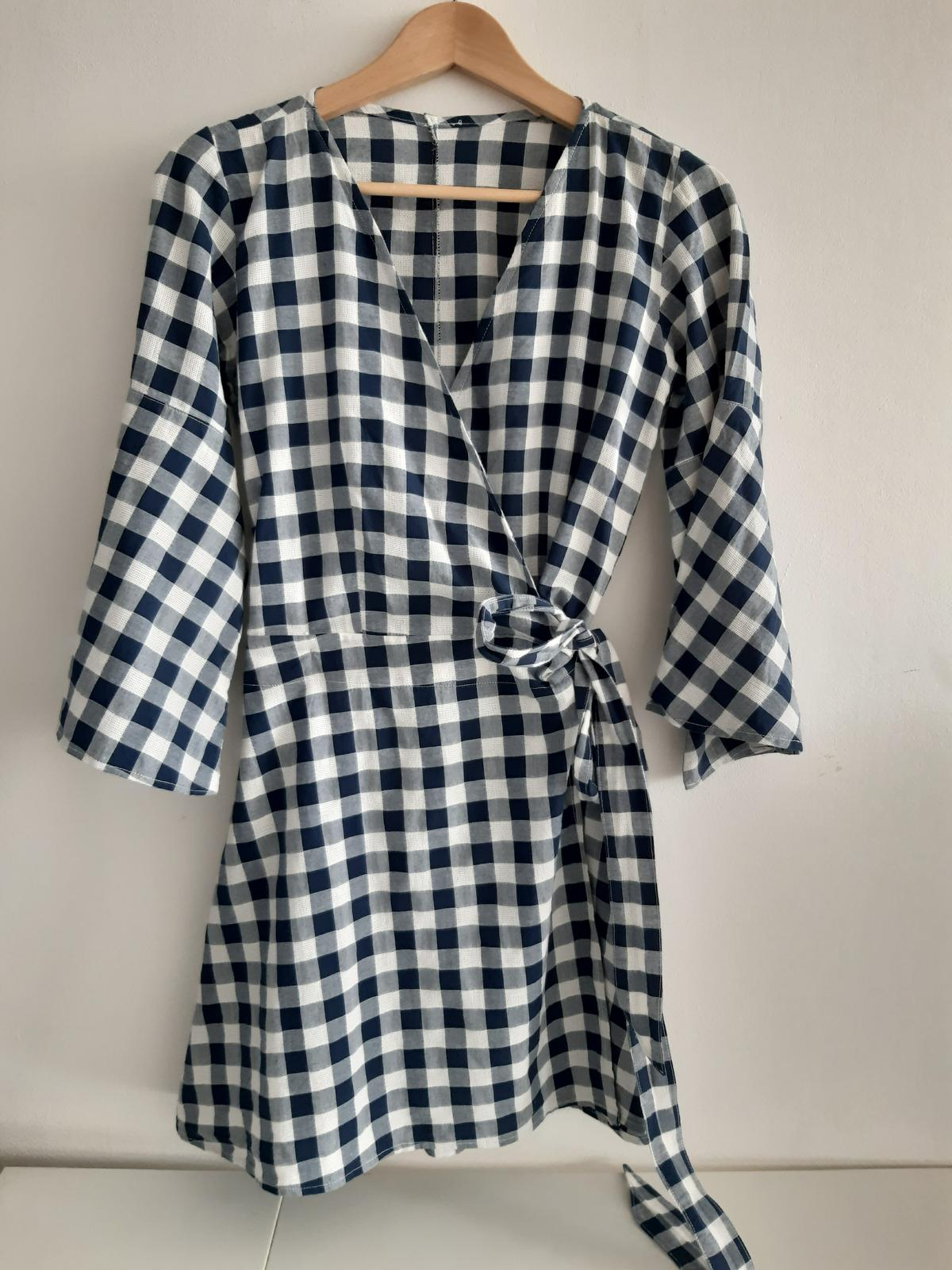 modré kostkované zavinovací šaty - Obrázek č. 1