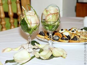 na svatební tabuli místo klasických kytek