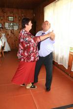 naši společní rodiče při tanci