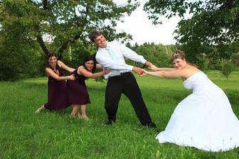snaha o přebrání ženicha :-)