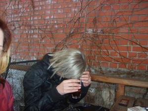 Helča se fotit nechtěla :(