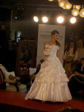 moje šaty na modelke na výstave v KE :)