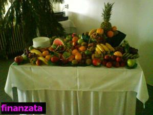 ovocný stôl ktorý tam mali