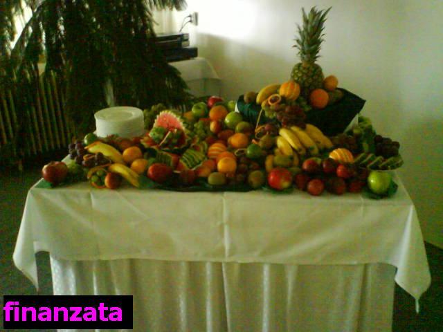 K & M - ovocný stôl ktorý tam mali