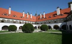 vnutorne nadvorie zamku Topolcianky