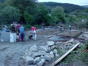 15.5.2010 - brigáda č.1 - betonovanie zakladov