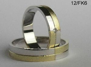 Krásné prstýnky, ale pro ženu moc pánský, aspoň můj názor..