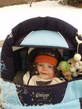 prvá zima nášho syna, sniežik sa mu páči