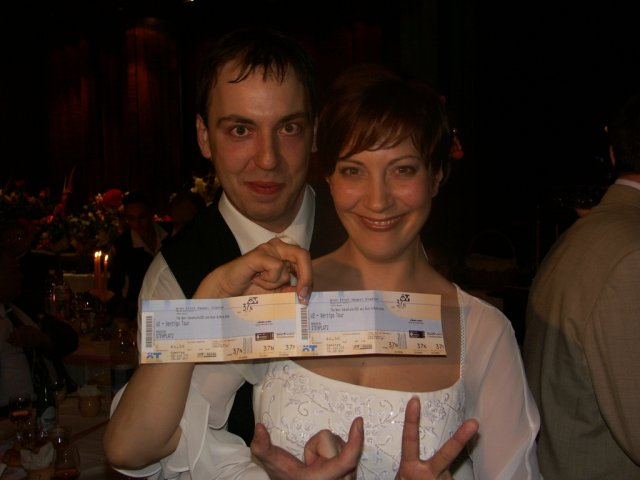 Helena{{_AND_}}Sveťo - Nas svadobny dar :-) To bolo radosti! (ak to nie je vidiet tak su to listky na koncert U2!)