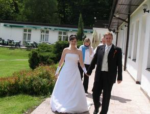 Po hostině jsme měli možnost využít terasy a celého hotelového areálu.