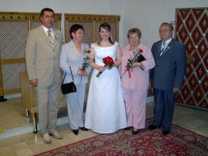 A tady i s rodiči ženicha.