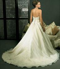 Moje svadobné šatičky zozadu :-)