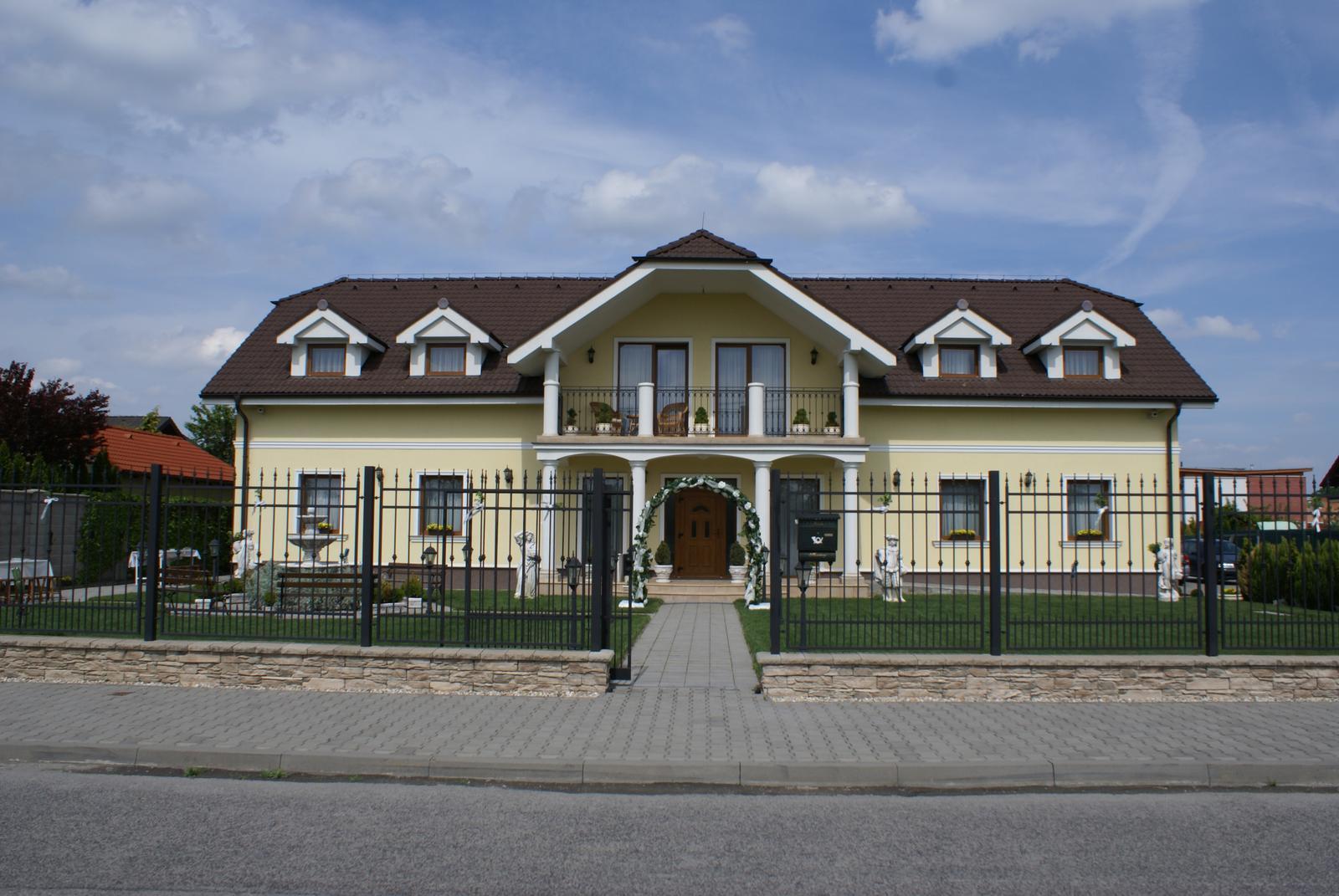 Tu sme mali svadobnu hostinu vo Vrakuni na Priehradnej, i ked bez slavobrany.... - Obrázok č. 1