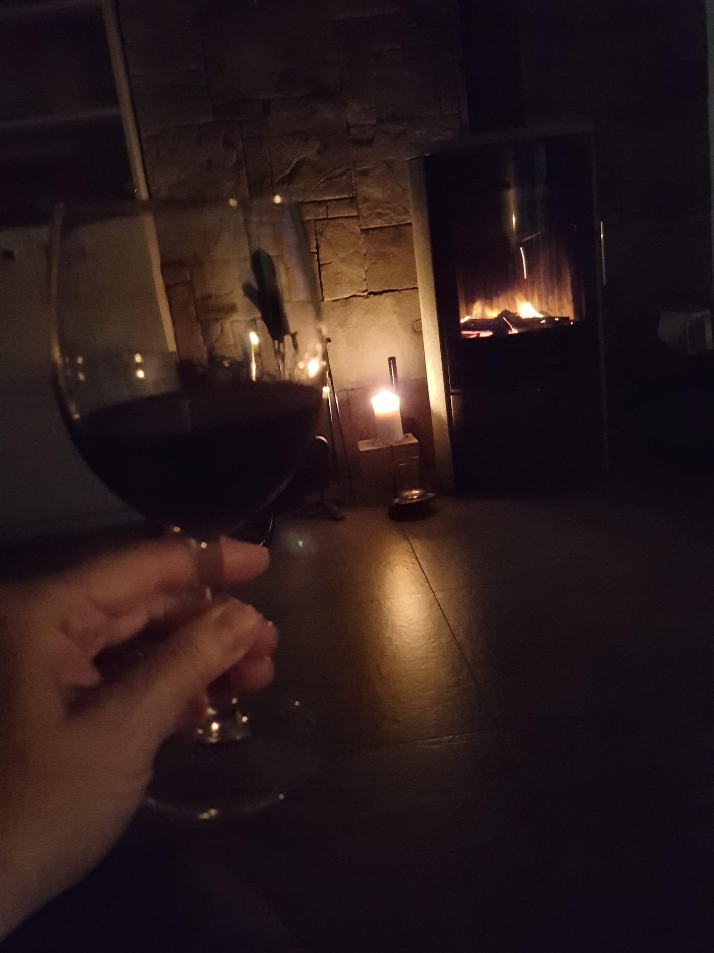 Užívám si večer. Úterní večer.. cheers všem🍷 - Obrázek č. 1