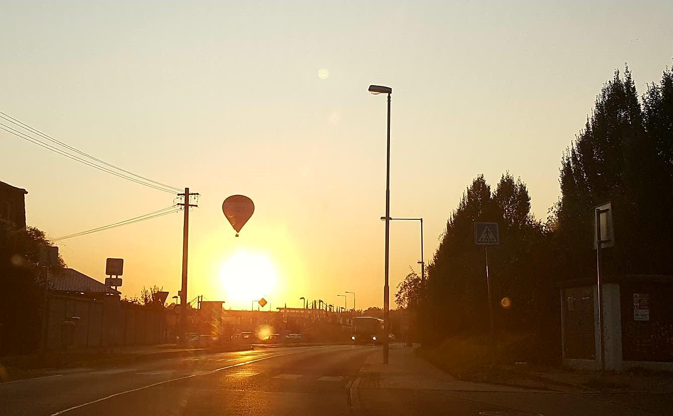 Ráno cestou do práce.. (ano, foceno mobilem a proti slunci, ale jde o obsah, né o formu;-)) - Obrázek č. 1
