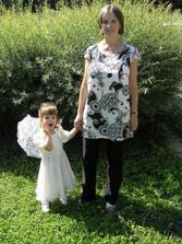 kamarádka svědkyně a její dcerka Aja.