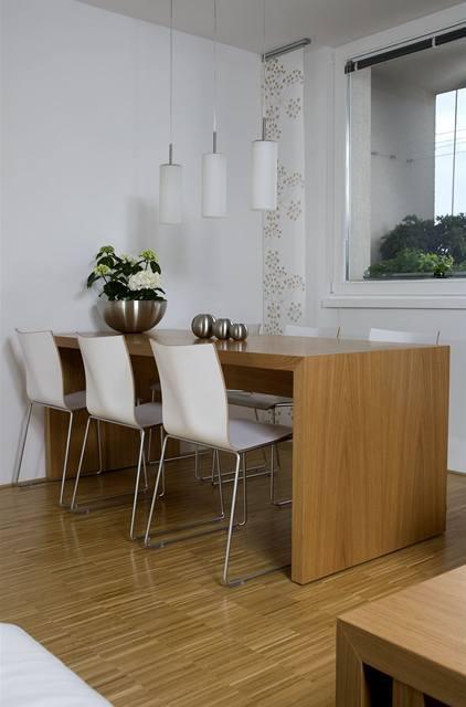 Obývací pokoj a kuchyn ispirace - stůl kopyto - nechci stůl s nohama