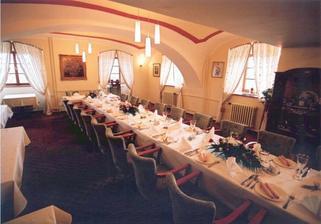 Hostina bude v restauraci zámeckého hotelu Maxmilián
