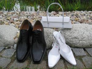 Naše svatební obutí :-) a moje kabelka