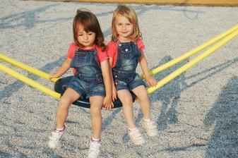 tak tohle jsou naše berušky Terezka s Lucinkou ( červenec 2010 - 2,5 roku)