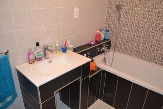 Kúpelňa môjho malého - ešte chýbajú doplnky,svietidlá a zrkadlo