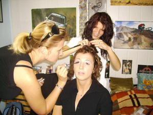 přípravy - kadeřnice i vizážistka