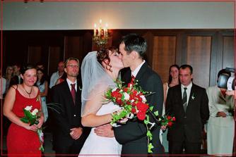 první novomanželský polibek:)