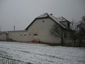konečne pohlad na naš domček z boku z ulice