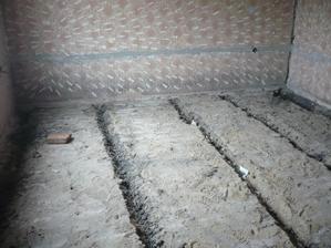povodne drevenné podlahy su vonku, mozme potiahnut kurenie