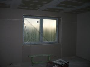 kedze steny pri oknach boli uplne krive, tak nam ich vyrovmnali sadrokartonom ako aj ine nedokonalosti