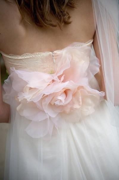 Šaty - zaostrené na chrbát - Obrázok č. 2