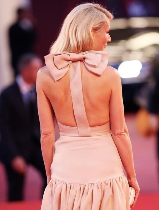 Šaty - zaostrené na chrbát - Obrázok č. 70