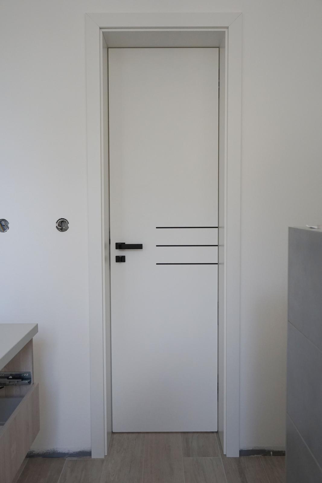 SAPELI Elegant + Lotos, CPL Biela - reverzné dvere otváravé z chodby do kúpelne