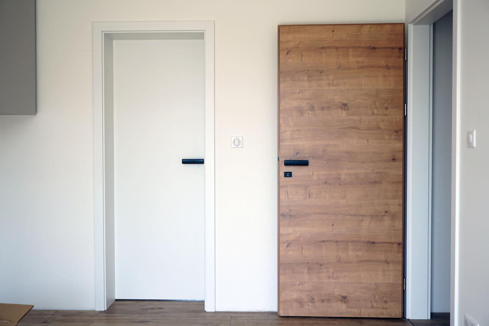 SAPELI Dub sukatý - spálňa, vľavo dvere do šatníka