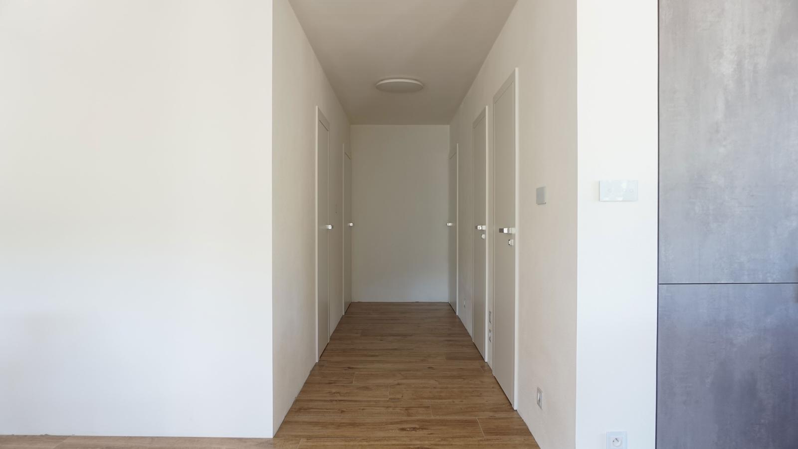 Reverzné a bezpolodrážkové dvere. - Obrázok č. 1