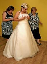 šaty...pomoc mamky a Marcelky nutná!!!!