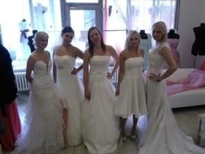 Svatební šaty na svatební přehlídku