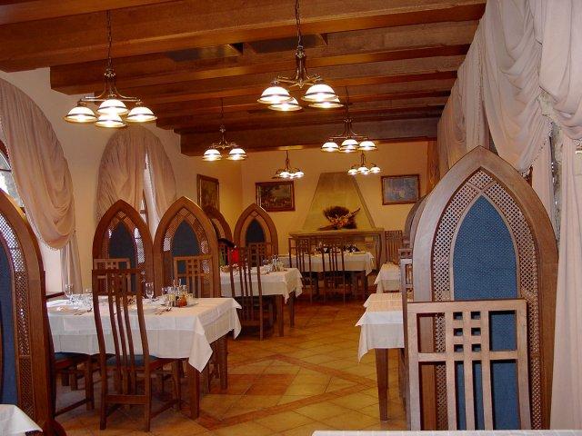 Tady, v restauraci na hradě Hněvíně bude svatební hostina.