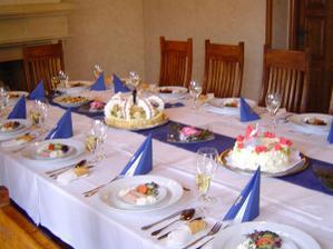 Svatební tabuli bych chtěla mít laděnou do modra. Jinak opět restaurace na Hněvíně, kde bude hostina.