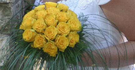 M+R=VL ;o)) - Krásně jednoduché. Líbí se mi ta trčící tráva a tvar růžiček. Jen bych změnila barvu růží ...