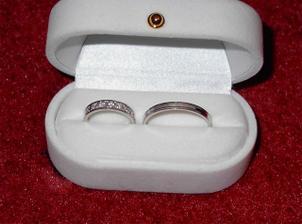 Tááák, konečně nám přišly prstýnky! Mam děsnou radost a jsem z nich nadšená! ;o) Jsou od Diana Group ...